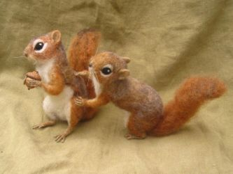 Needle felted Red Squirrels fighting over an acorn by HStiLeS