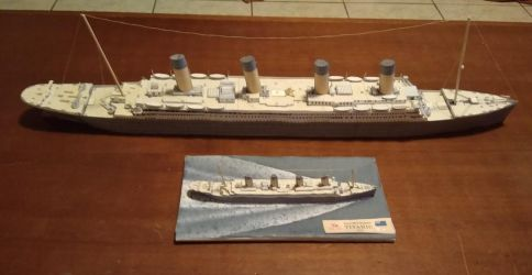 Titanic Papercraft Model v2 by IguanaLover