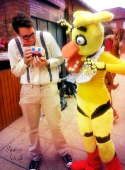 Chica Scares Wilford Warfstache by MokkaQuill
