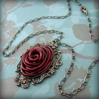 Full Bloom Necklace -rouge by beatblack