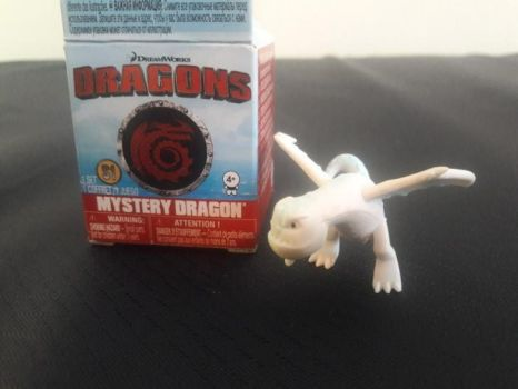 2017 DW Dragons Mystery Dragon Snow Wraith Figure by PokeLoveroftheWorld
