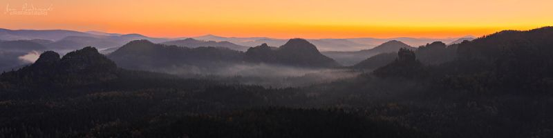 Morning Panorama by JanPusdrowski