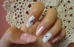 Dotted Line Nails by wushini
