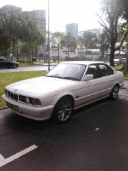 White BMW 525i E34 by Amgnismo