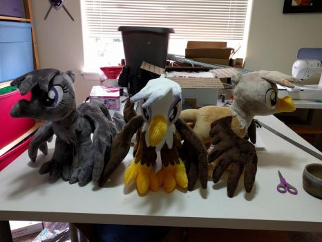 Assorted gryphons by Bladespark