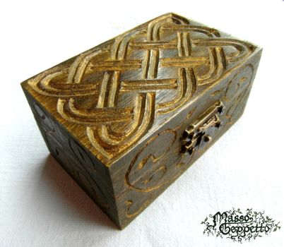 SMALL CELTIC BOX by MassoGeppetto