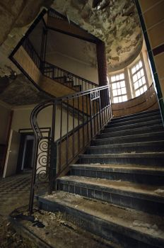 Abandoned mental institution by xNatje