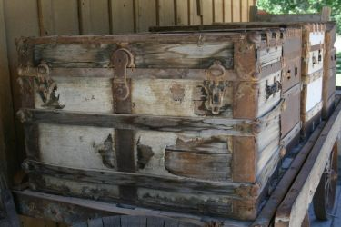 Old trunk by RoonToo