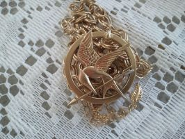Mockingjay necklace by Elvarinya