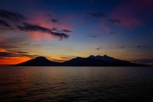 Camiguin Sunset (Revisited) by le0na-j0edz