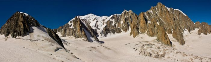 Mont Blanc Panorama by bongaloid