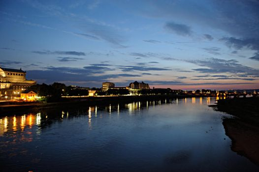 Elbe by Night by signmeupscotty