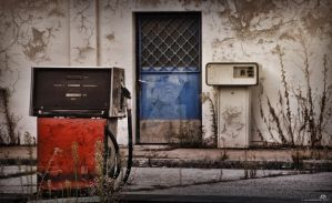 Gas Station 1 by ericbayard