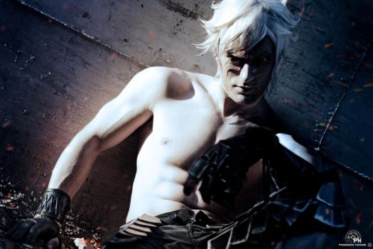 Eve - NieR Automata Cosplay by Leon Chiro - DIE by LeonChiroCosplayArt