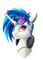 Vinyl Scratch by Skitsniga