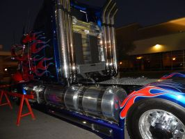 Optimus Prime at dawn on Sunday at TFCON USA 16.26 by transformersnewfan