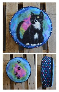 Pauli - felted pillow by Frollino