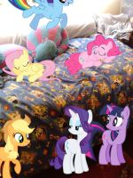 MOM, WHY ARE THE MANE 6 IN MY BEDROOM ? by LovelyLeoKika