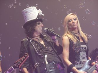 alice cooper with nita strauss at florida theatre by Micky1966