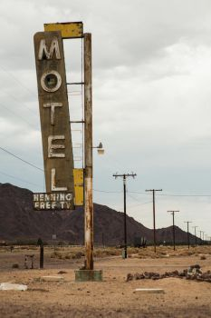 Abandoned Motel in the desert by RusherVision