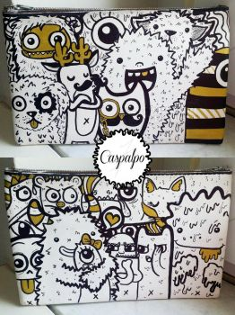 Doodle pocket pained in gold and black by Caspalpo