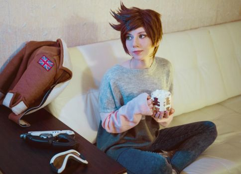 Casual Tracer - Overwatch by Hoteshi