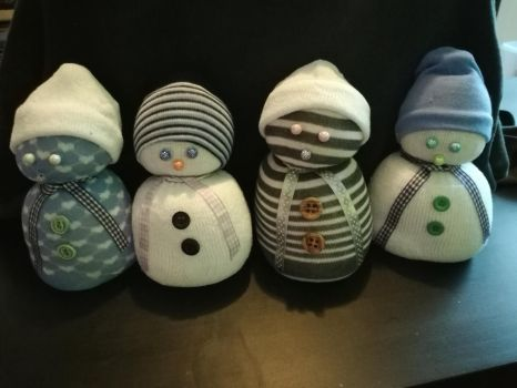 Sock Snowmen 2 by Shottis
