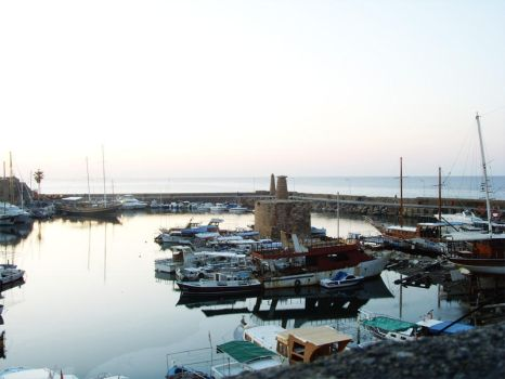 Girne Limani by Mthan