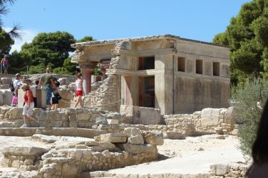 Visiting Knossos by Cyklopi