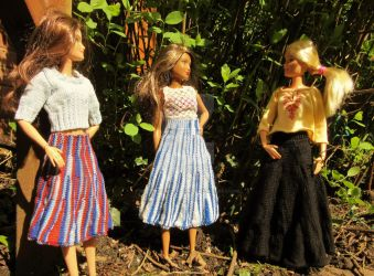 1:6th scale knitted skirts by buttercupminiatures