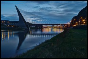 Marian bridge in the dark by Pildik