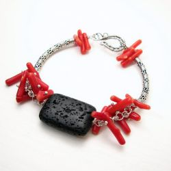 Coraline - red coral bracelet with black lava bead by Astukee