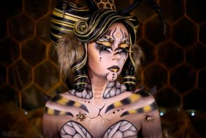Mother Bee by Ryoko-demon