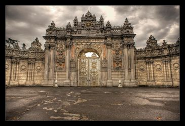 Dolmabahce Palace by h9351
