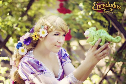 Rapunzel and Pascal by RikkuValentine
