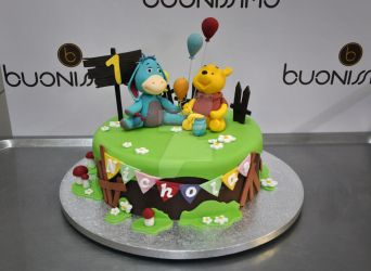 Winnie-the-Pooh fondant cake by Florin-Chis