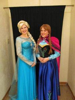 Elsa and Anna make an appearance. by My2Wings