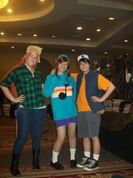 Umicon 2013: Gravity Falls- Wendy,Mabel,and Dipper by CronaBaby