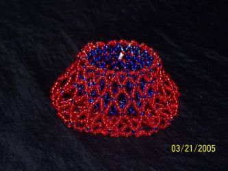 beaded basket with seed beads by Adzuma