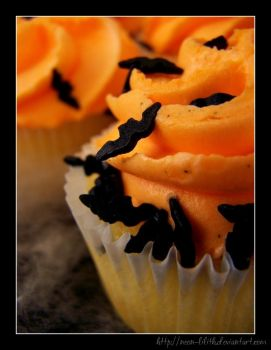 Halloween Cupcake by neon-lilith