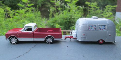 Greenlight 1968 Chevy C-10 And Airstream 16' Bambi by ReptileMan27