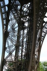 eiffel tower by raschi23