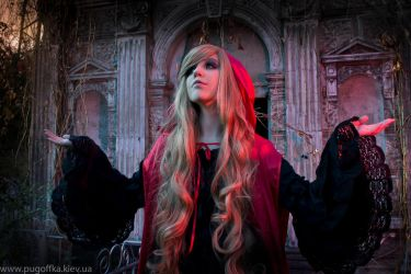 Gothic Red Riding Hood by SaeAyumi