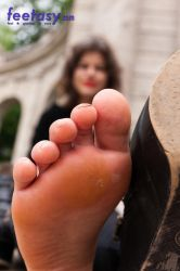 At her toes by FeetasyGiantess