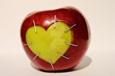 apple heart by Poziomeczka