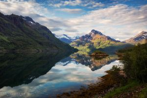 Mountains of Lofoten by m-eralp