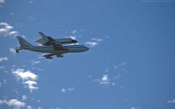 Shuttle Endeavor Saying Goodbye by Rhunyen