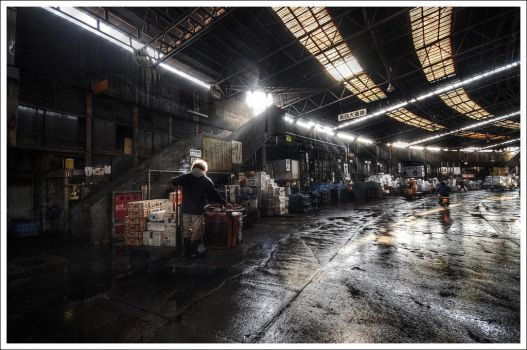 End of day at Tsukiji by Graphylight