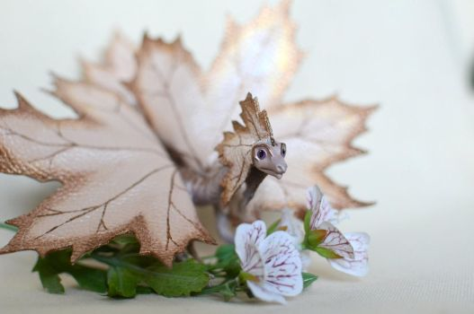 Small golden-pearl maple dragon by murosvur