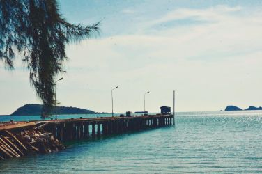 Lonely at Sattahip by pueng2311